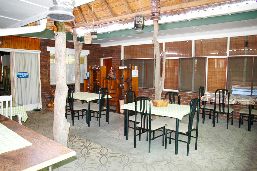Elephant Walk Backpackers & Guest House dining area